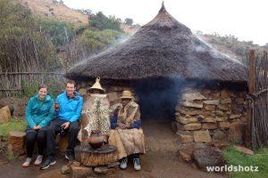 Bier trinken mit dem Chief im Basotho Cultural Village