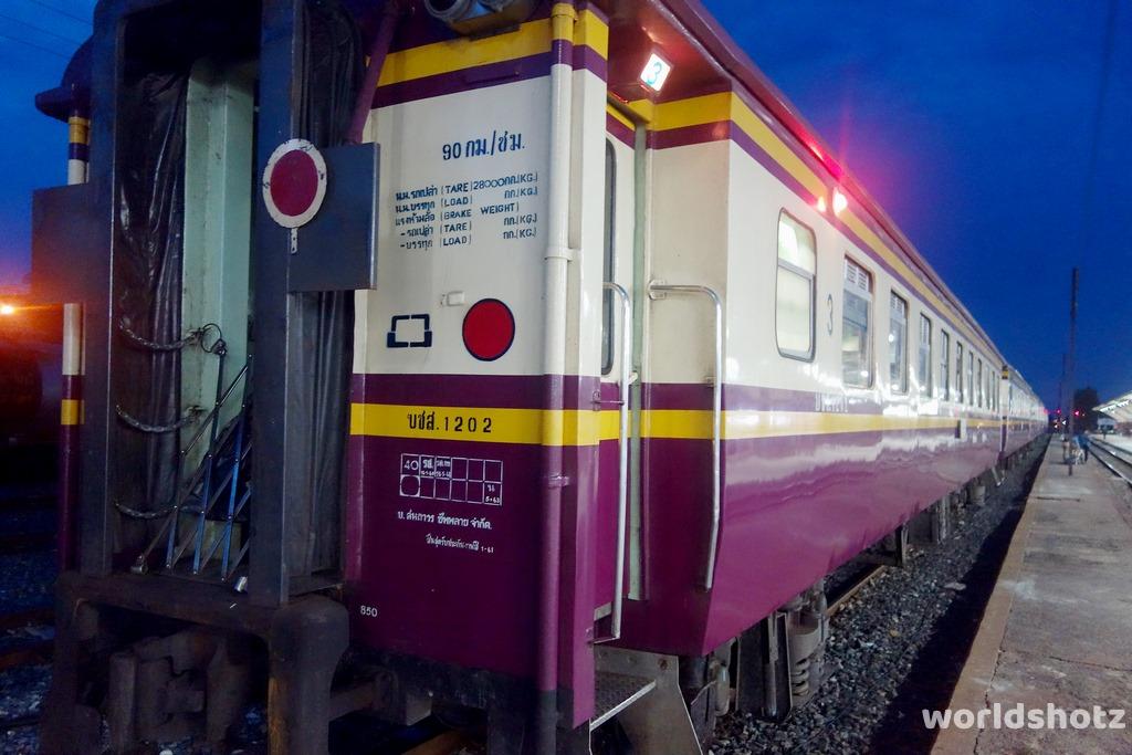 Zug nach Ayutthaya